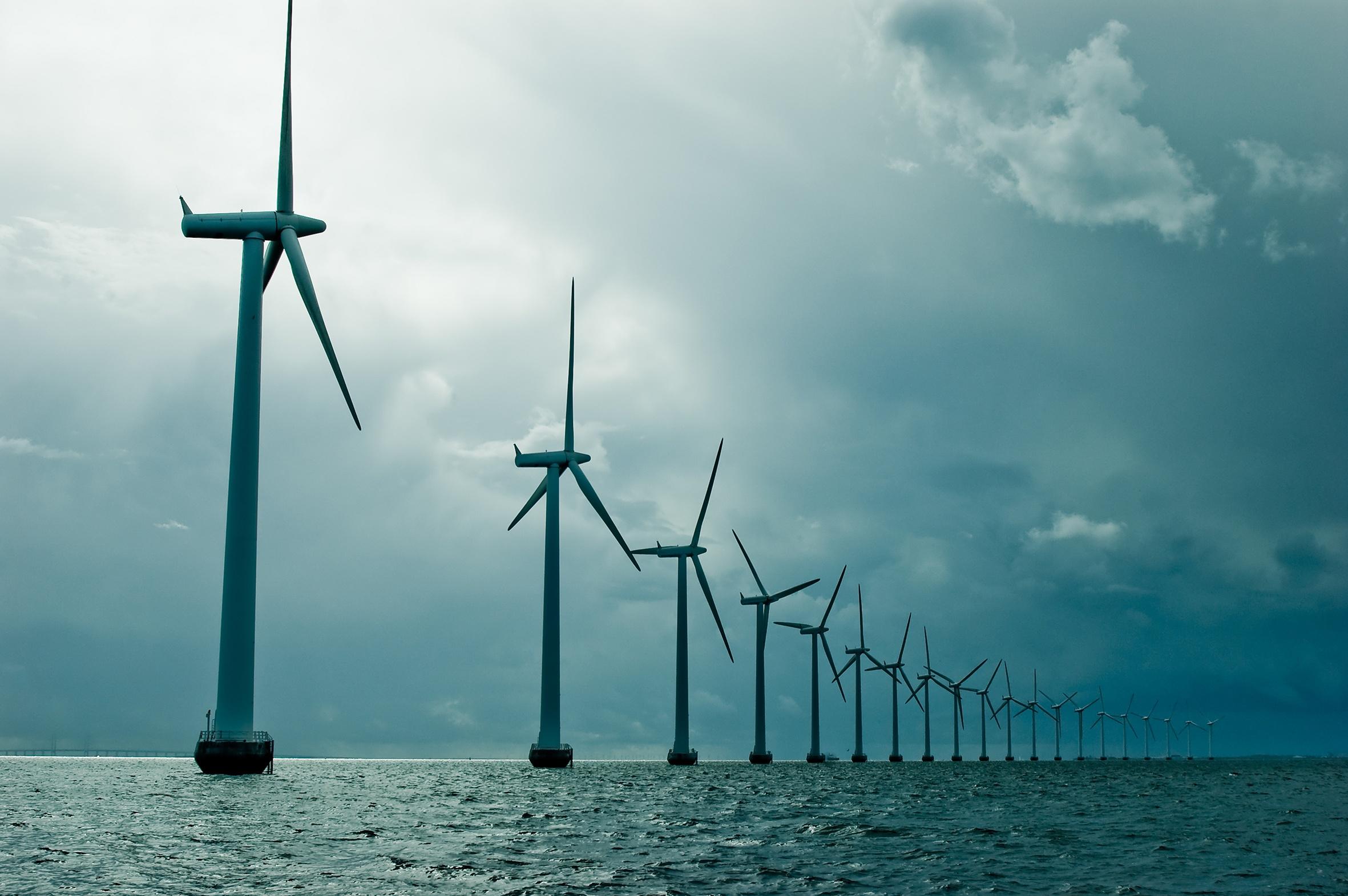 Windturbine Medium_44703712.jpg